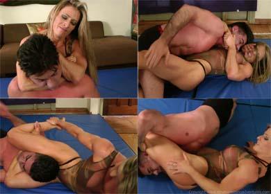 Ave Maria headlocks man into submission